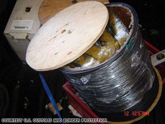 Про винахідливості контрабандистів наркотиків (38 фото)