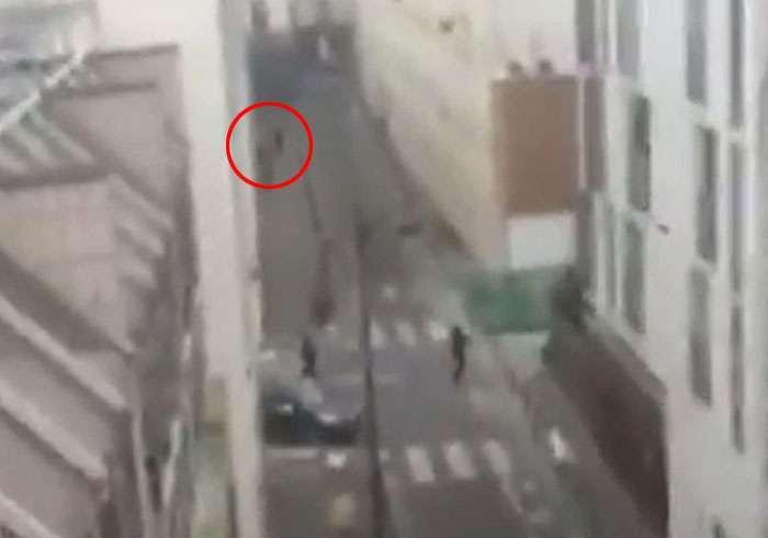 Дивні обставини паризьких терактів (11 фото + 3 відео)