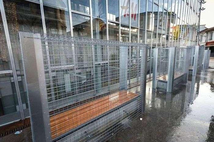 Дивне рішення питання про бездомних у Франції (5 фото)