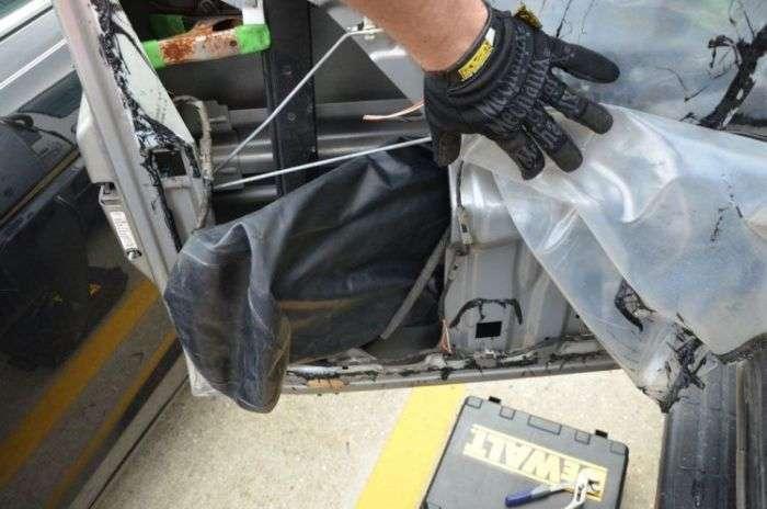 Сюрприз під дверний обшивкою позашляховика (16 фото)