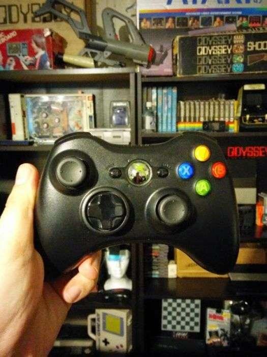 Колекція ігрових джойстиків, зібрана затятим геймером (42 фото)