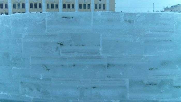 Кіровський льодове містечко з «сюрпризом» (4 фото)
