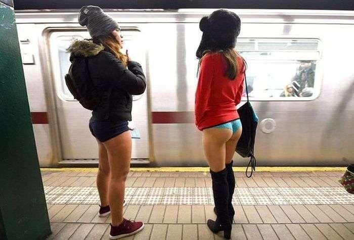 Shameless пасажири або як проходить акція The No Pants Subway Ride (40 фото)