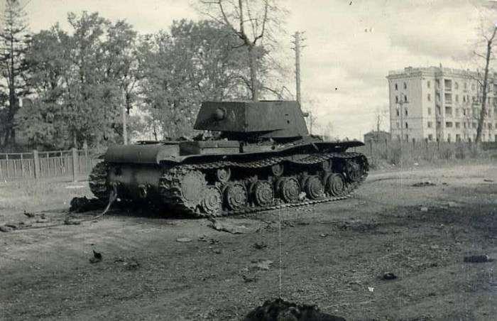 Подвиг екіпажу важкого радянського танка КВ-1 під містом Расейняй (3 фото)