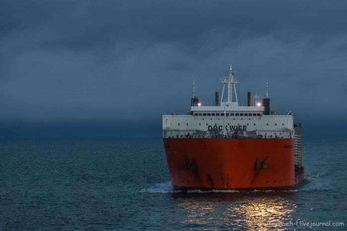 Транспортування підводних човнів по Північному морському шляху (14 фото)