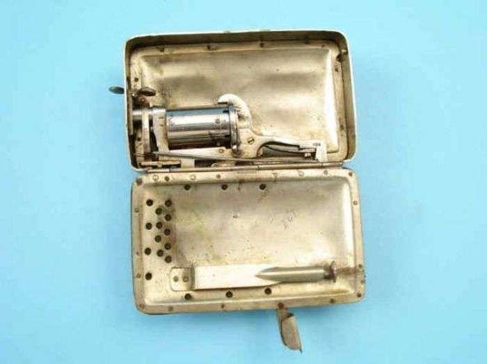 Гаманець з потайним револьвером (10 фото)