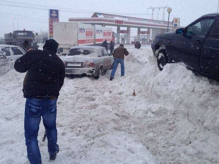У Тольятті відбулася аварія за участю 24 машин (15 фото + відео)