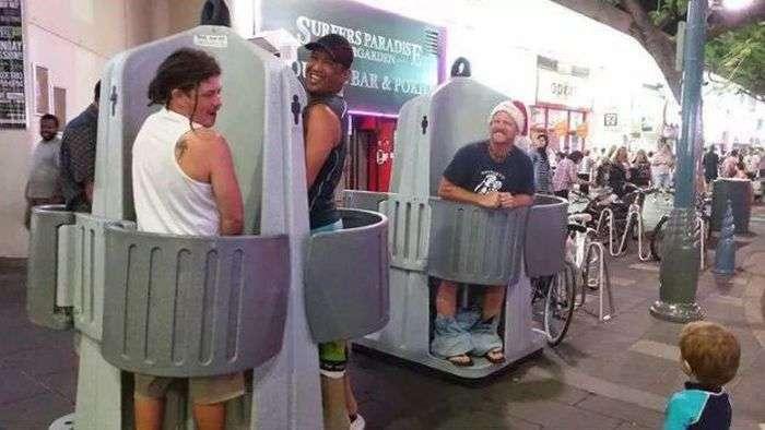 Незвичайний вуличний чоловічий туалет (2 фото)