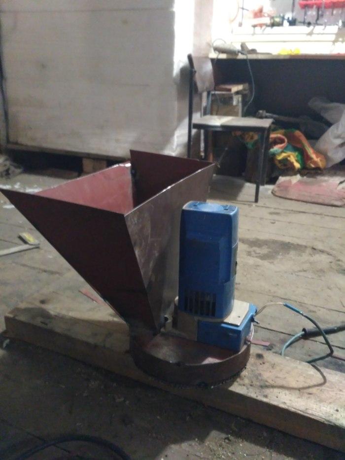 Зернодробилка из электропилы. мастерская