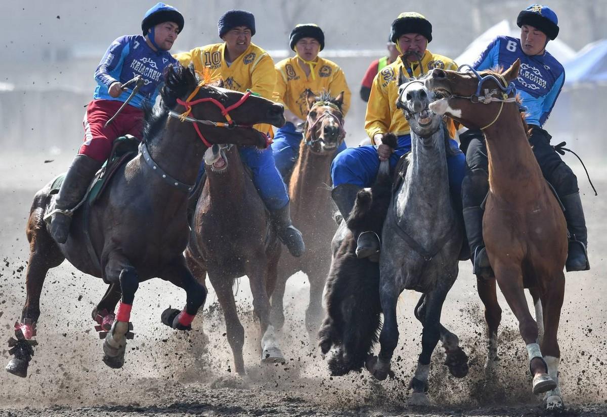Соревнования Кок-бору в Бишкеке мир