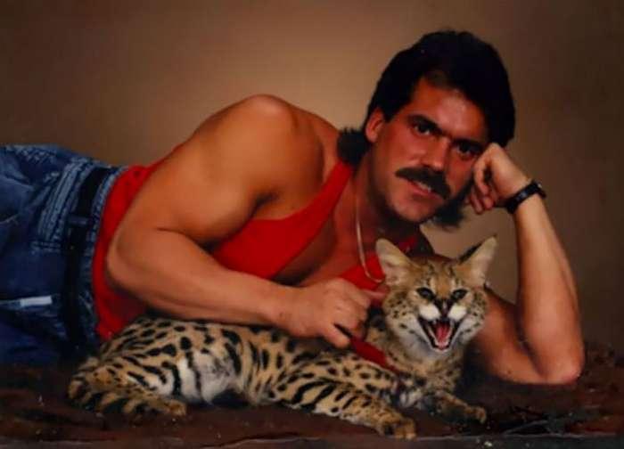 Крутые или сумасшедшие: смешные фотосессии мужчин и их кошек Интересное
