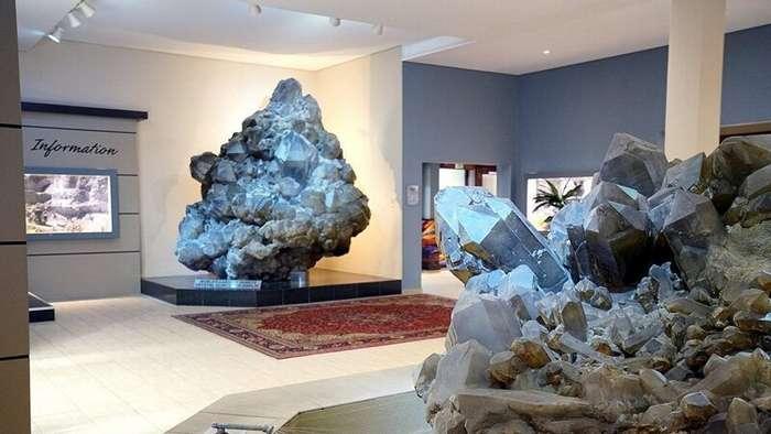 Галерея кристаллов и самый большой в мире известный кристалл кварца туризм и отдых