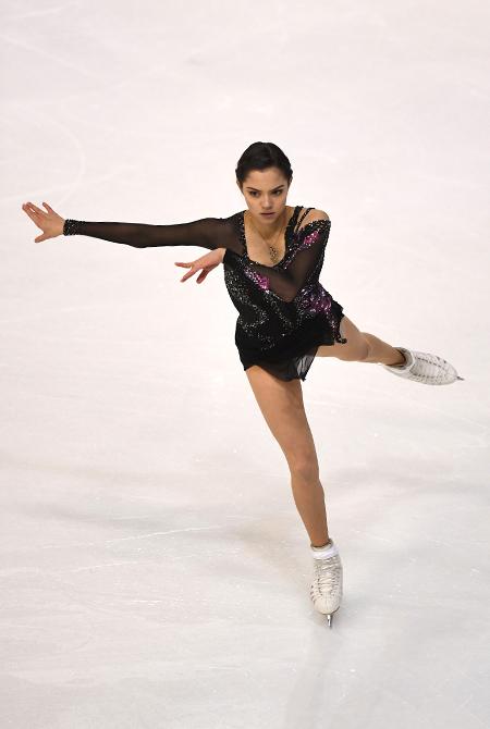 Алина Загитова стала чемпионкой мира по фигурному катанию, обогнав Евгению Медведеву Фигура / Фитнес и спорт