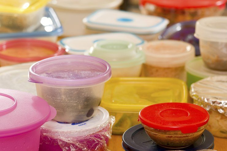 Средства, которые помогут удалить запах с пищевого пластика домоводство