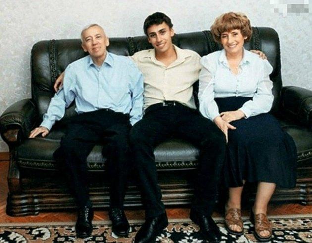 «Их ранний уход стал для меня трагедией»: Максим Галкин рассказал о родителях Максим Галкин