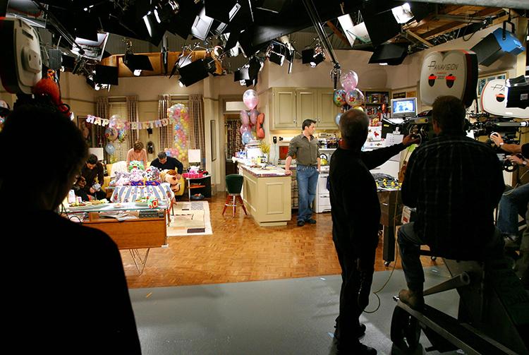 С легкой руки Дженнифер Энистон: Кортни Кокс вернулась на место съемок сериала