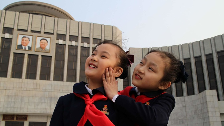 Режиссер должен был снять фильм о счастливой жизни в Северной Корее. Но ему удалось показать правду жизненное