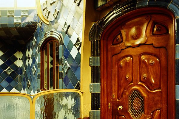 Жутковатый и такой прекрасный: «Дом Костей» в Барселоне
