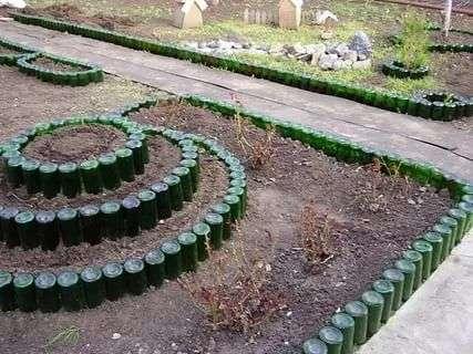 Нестандартные идеи применения бутылок на даче. handmake