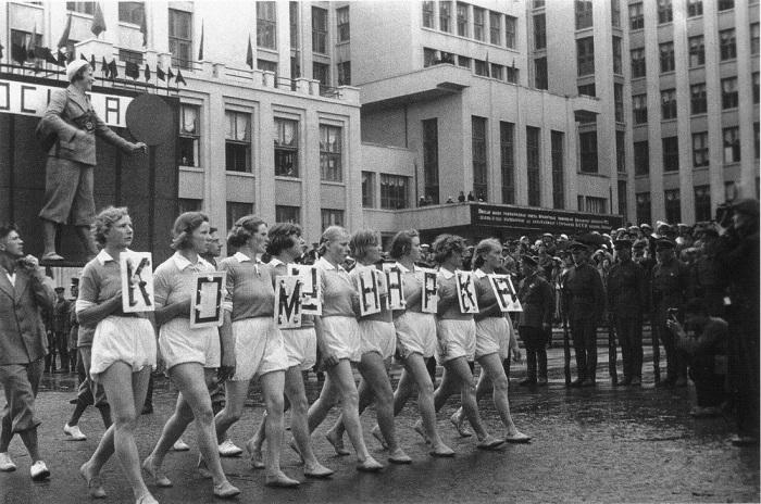 Блеск и нищета советских манекенщиц: Курьезы и тайны нижнего белья в СССР белье