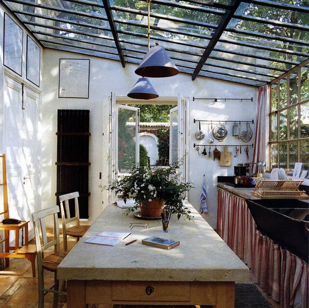 Уютный домик в лесной чаще ... домашний очаг