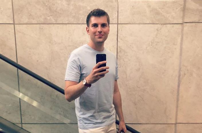 Ведущего Дмитрия Борисова обвинили в гомосексуализме, раскрыв имя его любовника