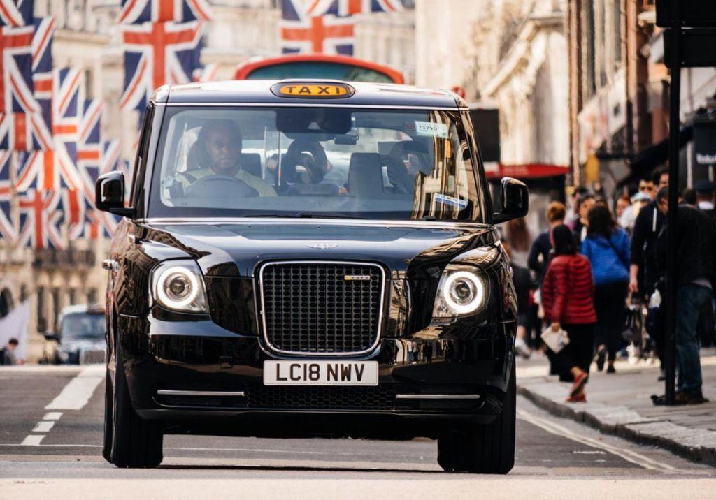 Почему такси красят вжёлтый цвет? Интересное